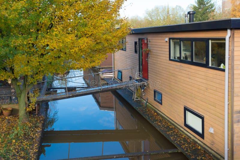 Hausboot im Kanal stockbilder