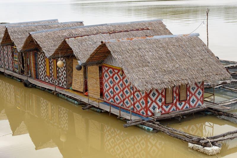Hausboot- und Flosskäfige stockbild