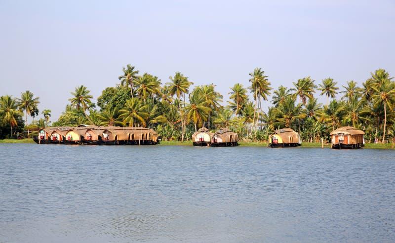 Hausboote in Kerala-Stauwassern lizenzfreie stockbilder