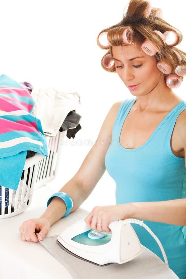 Hausfrau Ironing stockfotos