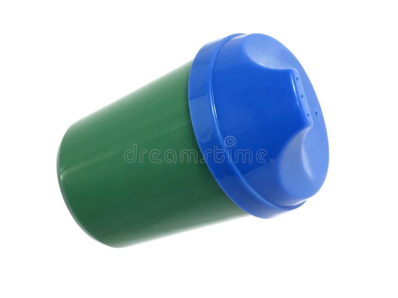 Haushalts-Felder: Blaues und grünes Kleinkind-Cup lizenzfreie stockfotografie