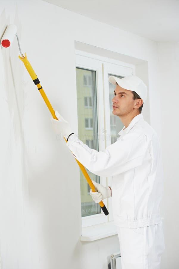 Hausmaler bei der Arbeit lizenzfreie stockfotos