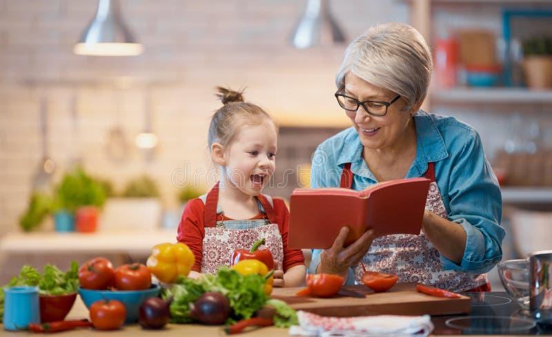 Hausmannskost und kleiner Helfer lizenzfreie stockbilder