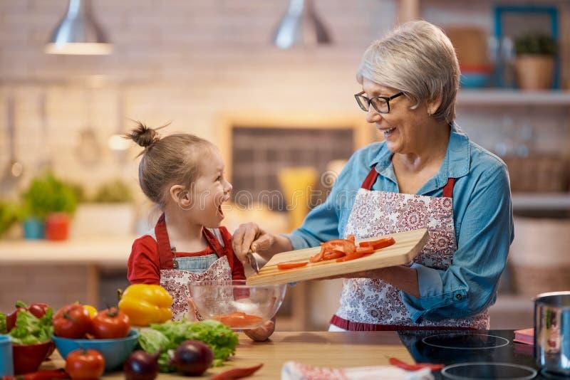 Hausmannskost und kleiner Helfer lizenzfreies stockfoto