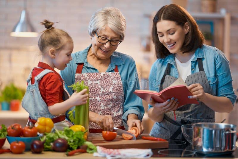 Hausmannskost und kleiner Helfer stockfoto