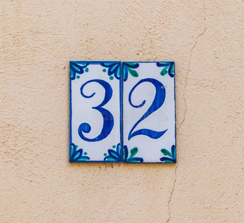 Hausnummer 32 lizenzfreies stockbild
