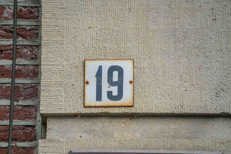 Hausnummer dreißig neunzehn 19 lizenzfreie stockbilder