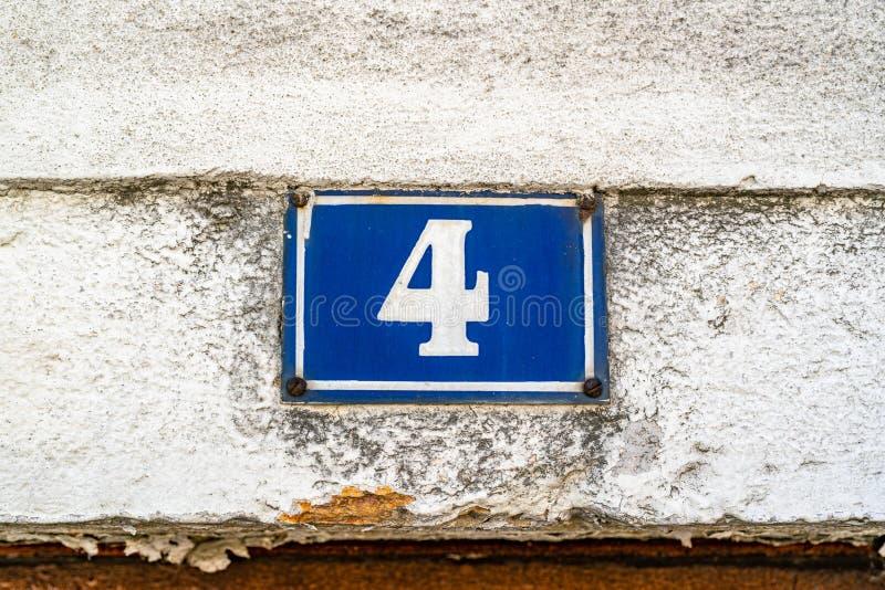 Hausnummer 4 lizenzfreies stockbild