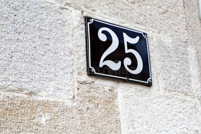 Hausnummer fünfundzwanzig 25 lizenzfreie stockfotografie