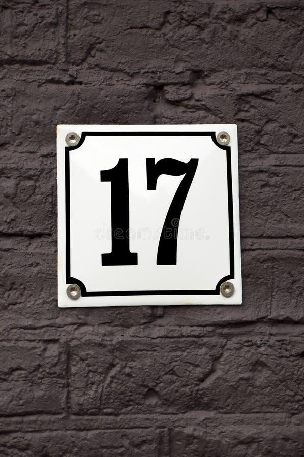 Hausnummer siebzehn stockfoto