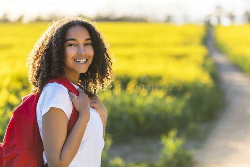Hausse d'adolescente de fille d'Afro-américain de métis photographie stock