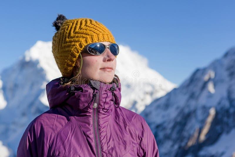 hausse de l'hiver de montagnes photos libres de droits