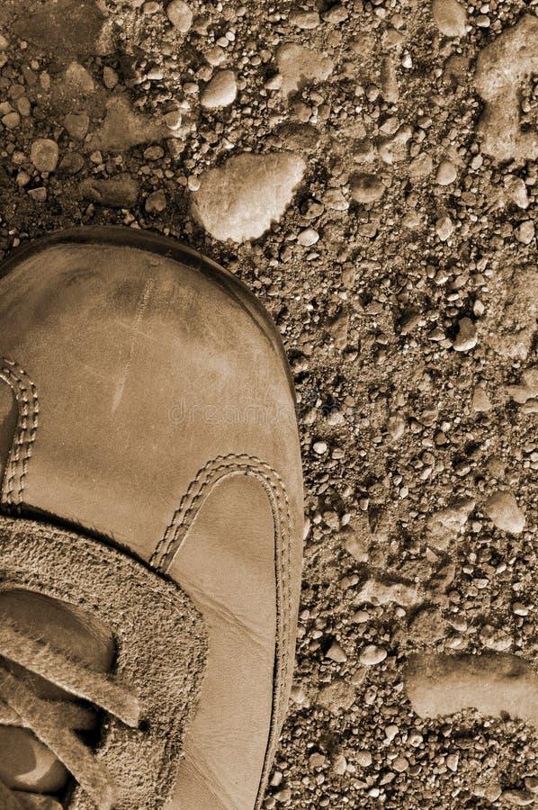 Hausse de la saleté sèche aride de chaussure de gaine dur image stock