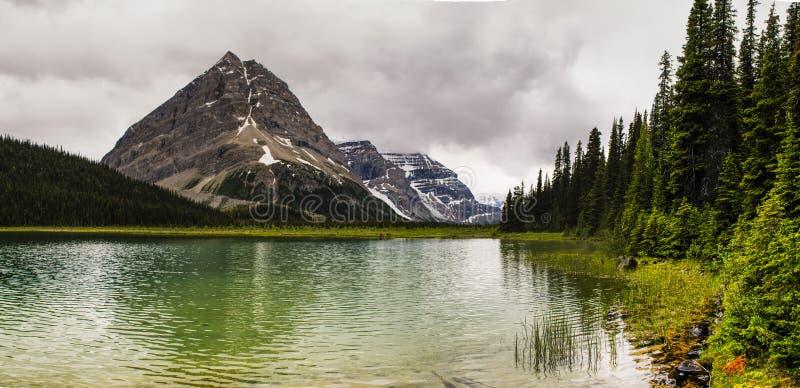 Hausse de la traînée de lac berg photos stock