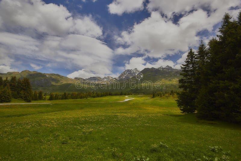 Hausse sur Alp Flix photographie stock libre de droits