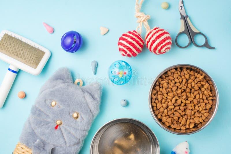 Haustiere und nette Tiere, Haustiere, nette Katzen, Nahrung und Zusätze für das Leben der Katze, flache Lage lizenzfreie stockbilder