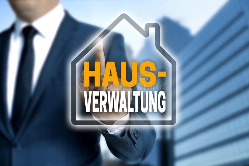 Hausverwaltung i tysk husledningpekskärm är operan royaltyfria foton