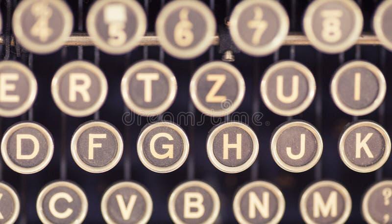 Haut étroit des clés de la vieille machine à écrire photo stock