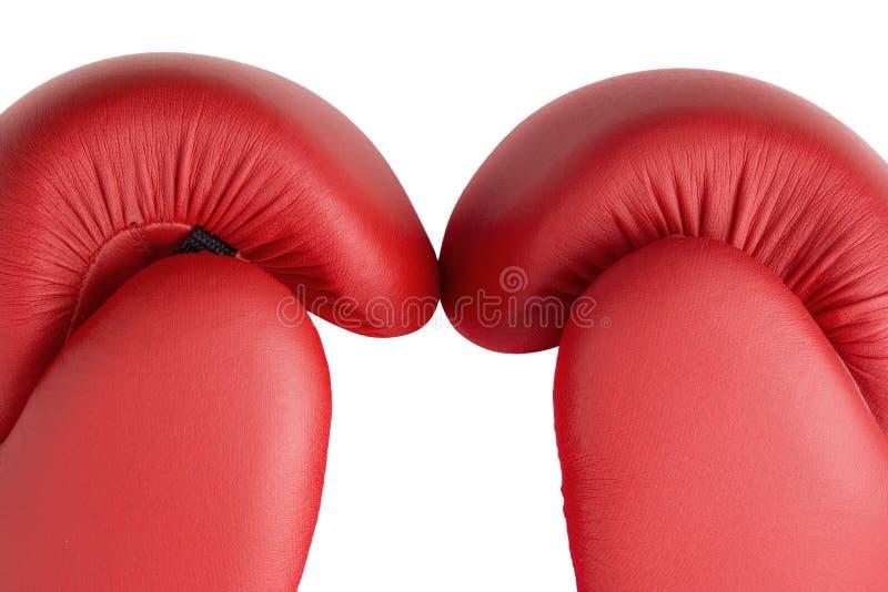 Haut étroit rouge de gants de boxe images stock
