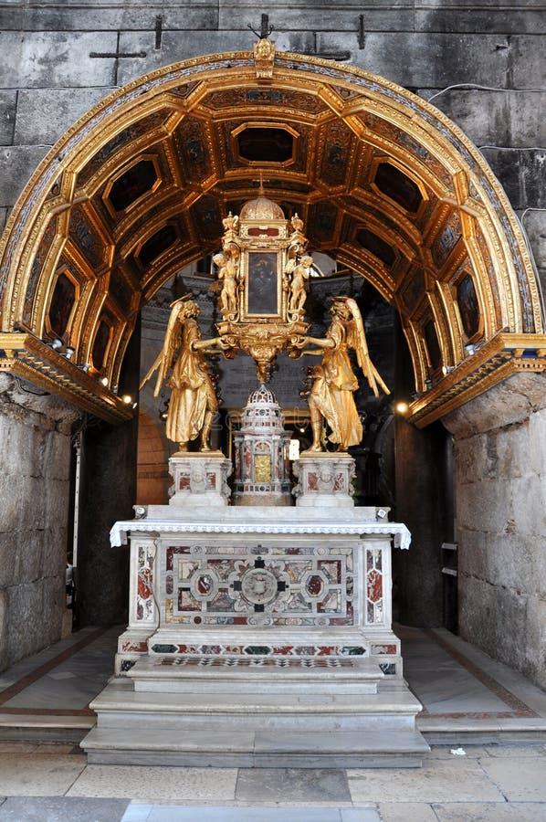 Haut autel à l'intérieur de la cathédrale du saint Domnius dans la fente, Croate images libres de droits