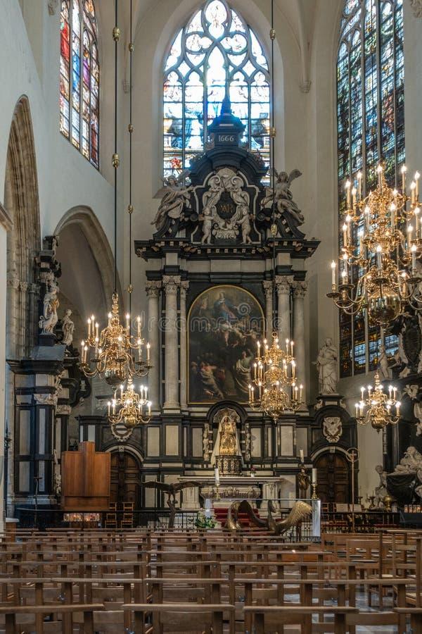 Haut autel de cathédrale de St Michael et de St, Gudula, Bruxelles images stock