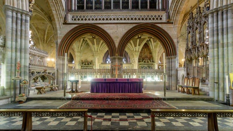 Haut autel pourpre dans la cathédrale d'Exeter photos libres de droits