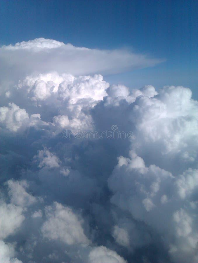 Haut haut dans le ciel photo stock
