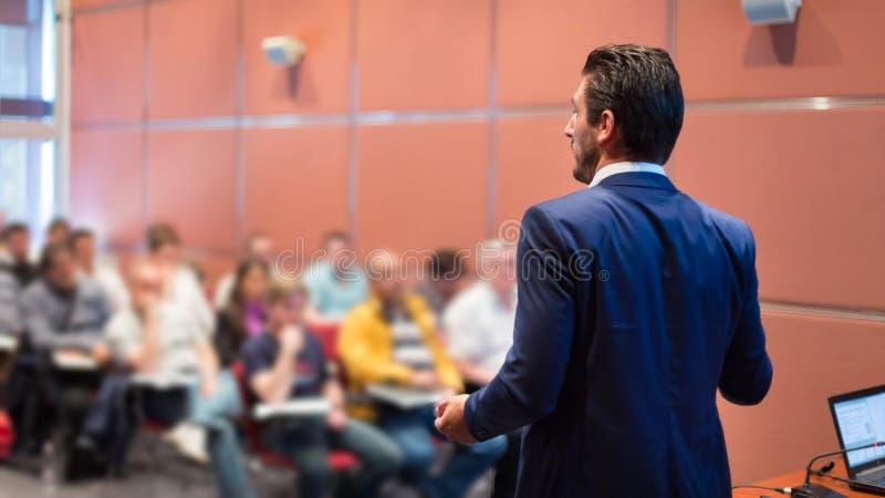Haut-parleur à la conférence d'affaires et à la présentation image libre de droits