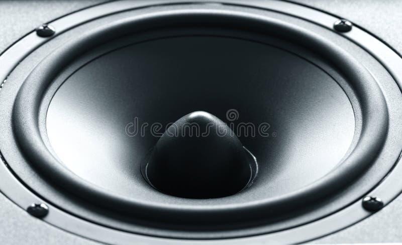 Haut-parleur énorme de basse noire avec la membrane de haute qualité images stock