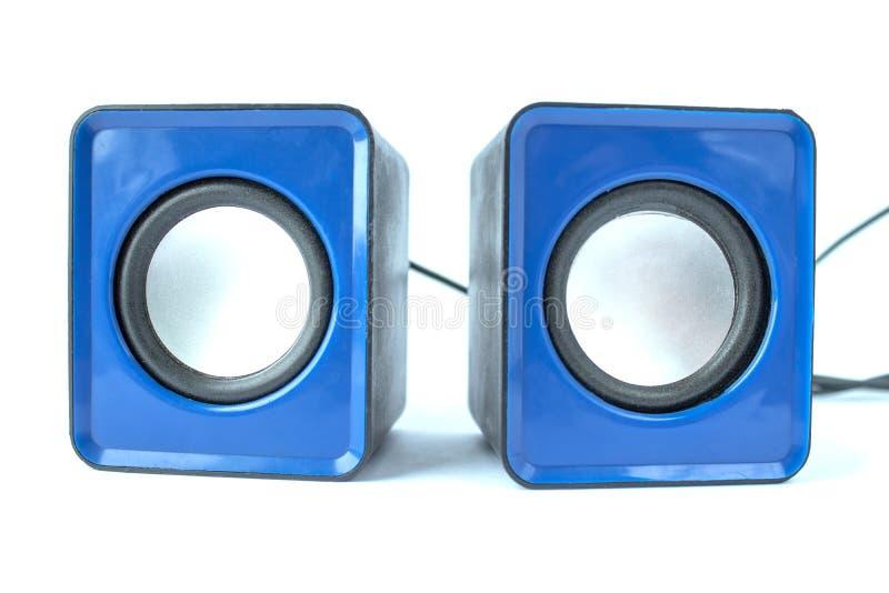 Haut-parleur bleu pour l'ordinateur sur un fond blanc photo stock