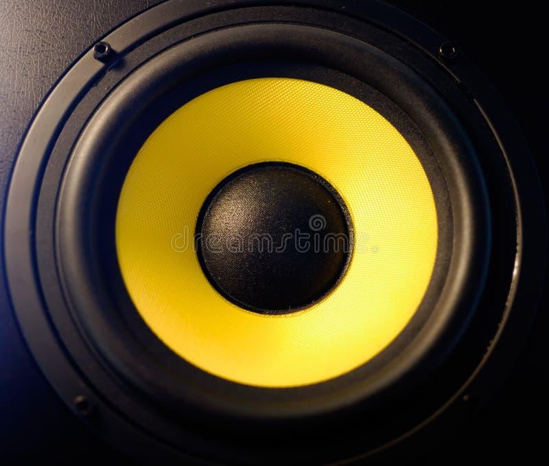 Haut-parleur jaune images stock