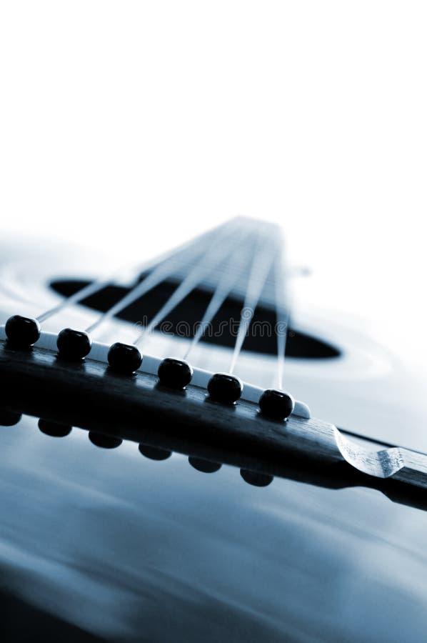 Haut proche de guitare photographie stock