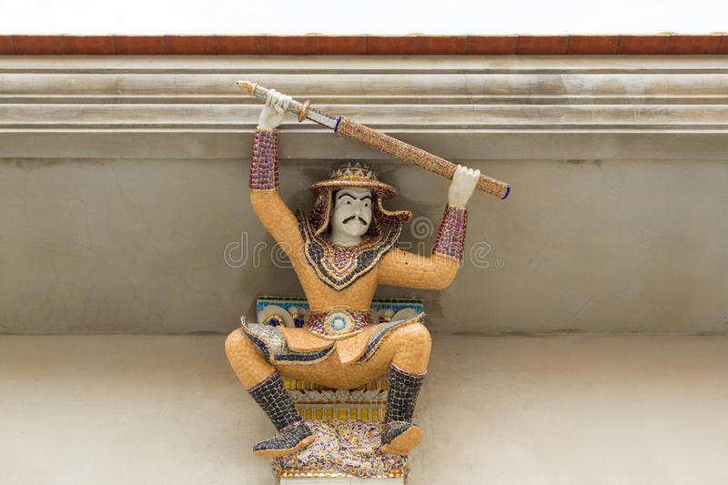 Haut-reliëfbeeldhouwwerk van Thaise oude die strijder met cer wordt verfraaid royalty-vrije stock foto