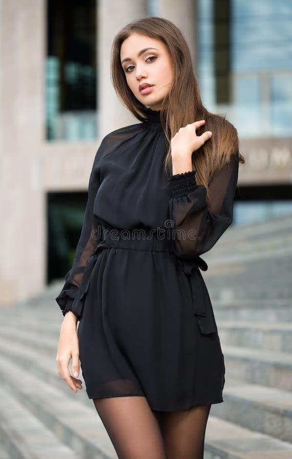 Haute Couture Brunette stockfoto