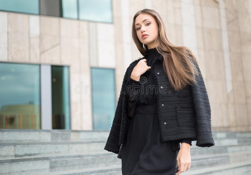 Haute Couture Brunette lizenzfreies stockfoto