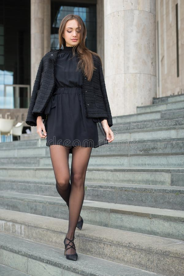 Haute Couture Brunette lizenzfreie stockfotos
