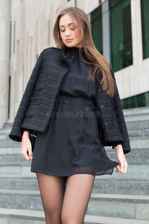Haute Couture Brunette lizenzfreies stockbild