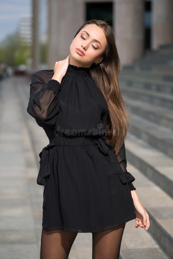 Haute Couture Brunette stockfotos