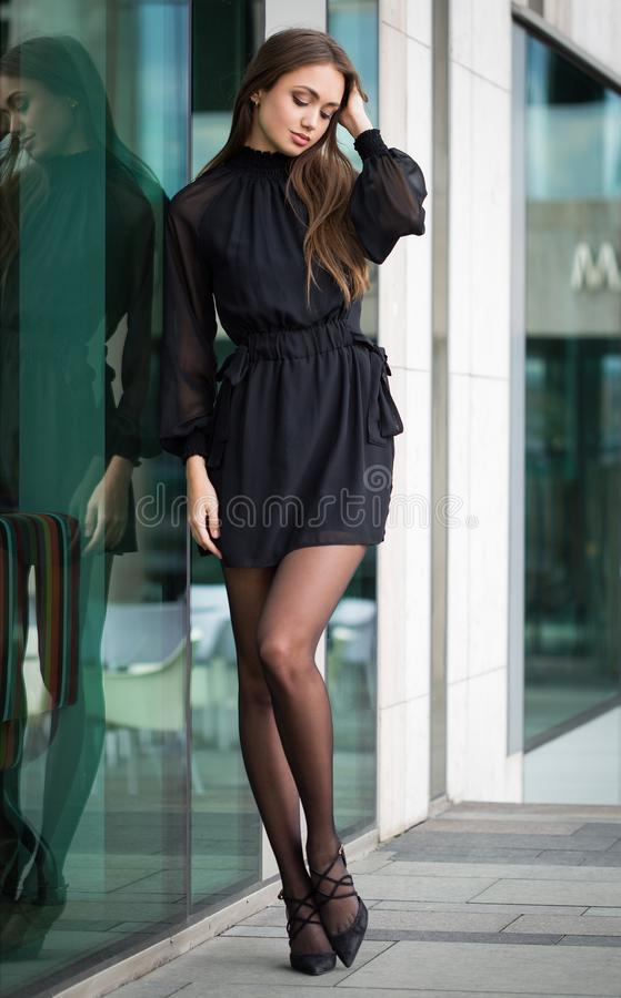 Haute Couture Brunette lizenzfreie stockfotografie
