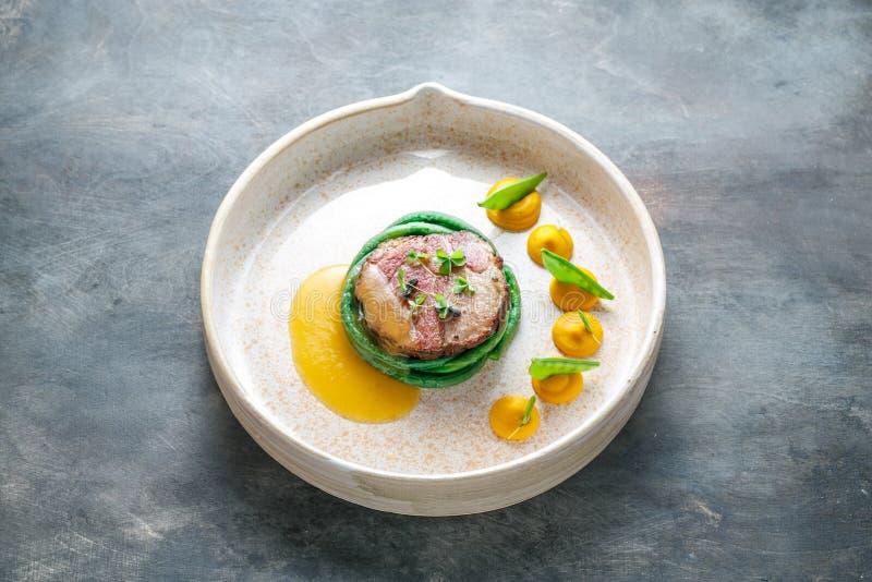 Haute cuisine, bifteck sous de vide de porc, diner d'amende image stock