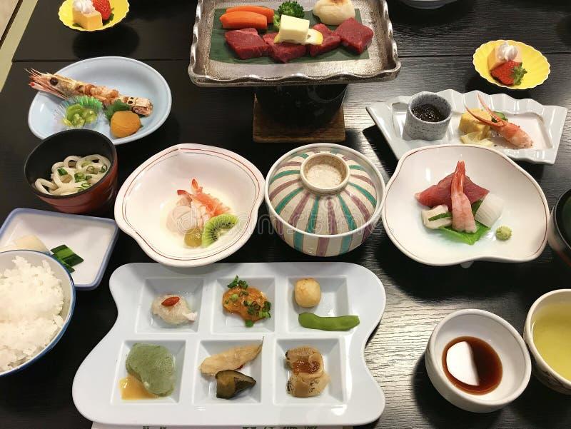 Haute japanskt kokkonstsortiment för ett kaisekimål arkivfoto
