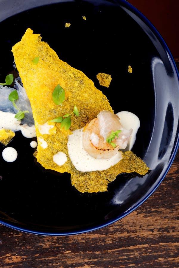 Haute kokkonst, lyxmatkammusslor på en havre arkivfoto