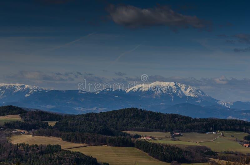haute montagne avec le paysage de neige photo libre de droits