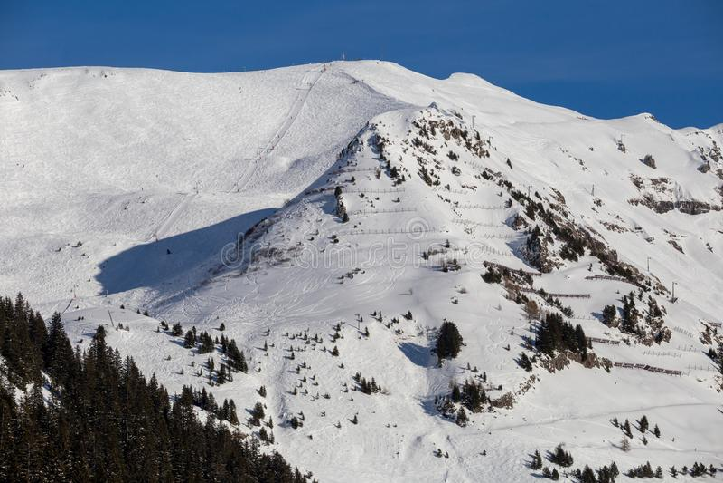 Haute Savoie alpino nevado França de Flaine das inclinações do esqui fotografia de stock