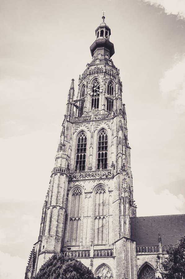 Haute tour de Bell de l'église de Grote Kerk à Breda photos stock