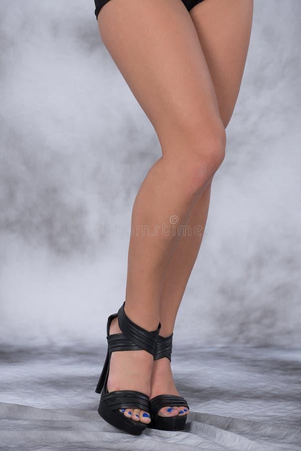 hautes chaussures de pattes de talon images stock