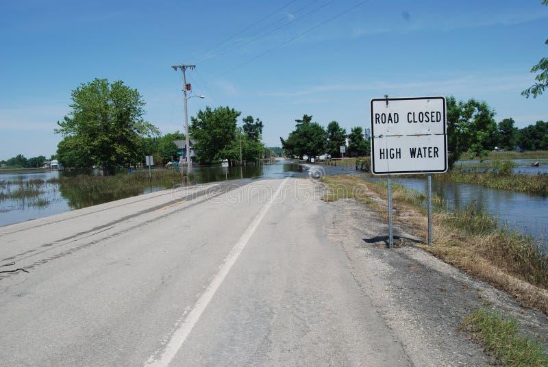 Hautes eaux fermées par route - inondation images stock