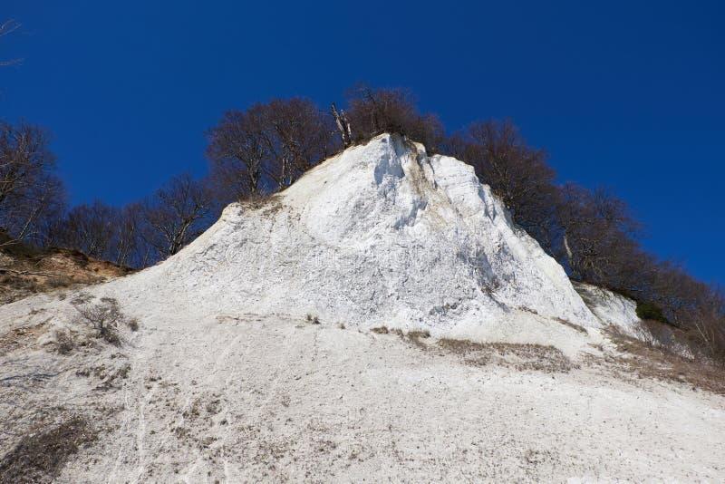 Hautes falaises de craie à la côte de l'île de Rugen l'allemagne photographie stock libre de droits