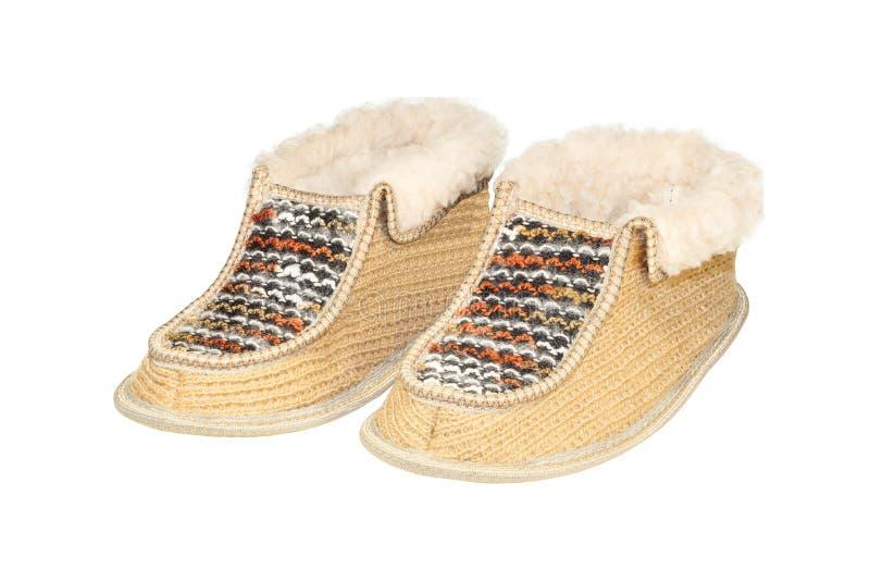 Hautes pantoufles à la maison chaudes faites de laine de moutons d'isolement sur le blanc images libres de droits