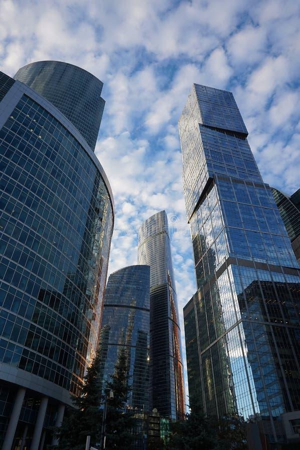 Hauts bâtiments dans la ville de Moscou photos stock
